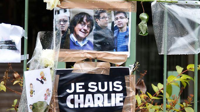 Trauer um die Karikaturisten Georges Wolinski, Cabu, Tignous und Charb.