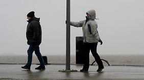 "Nach ""Elon"" wirbelt ""Felix"": Meteorologen warnen vor Sturmfluten"