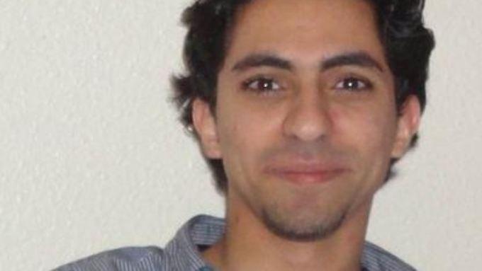 Raif Badawi sitzt seit zweieinhalb Jahren in Saudi-Arabien im Gefängnis. Am vergangenen Freitag begann die Vollstreckung seiner Strafe: 1000 Peitschenhiebe.