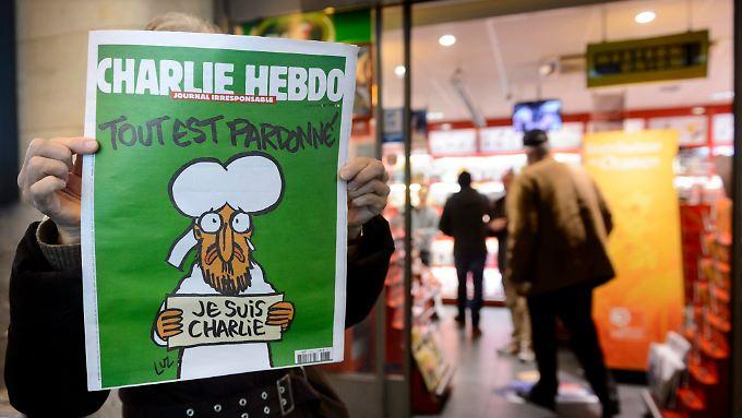 Die aktuelle Ausgabe von Charlie Hebdo wird auf Ebay zu absurden Preisen gehandelt.