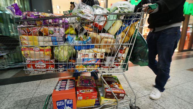 Video: Schweizer stürmen in deutsche Kaufhäuser