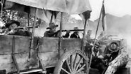 """Ohnehin spielt die Winchester in Western-Filmen eine bedeutende Rolle, schließlich gilt sie in den USA als """"das Gewehr, das den Wilden Westen gewann"""". 1950 wurde sogar ein Western-Film mit James Stewart (2.v.l.) nach dem Gewehr betitelt: """"Winchester '73""""."""