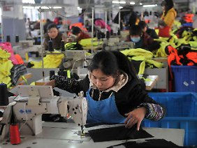 In einem Bekleidungswerk in der Provinz Anhui.