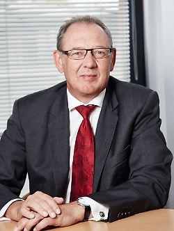 Nach jahrelangen Tätigkeiten bei der Deutschen Bank und der UBS ist der Finanzmarktexperte Uwe Wiesner bei Hansen & Heinrich u.a. für die Kundenbetreuung und die Anlagestrategie mit verantwortlich.