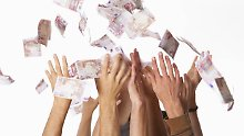 """Auch wenn """"das Geld noch keinen reich gemacht hat"""", suchen Sparer verzweifelt nach rentablen Geldanlagen."""