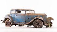 Dieser Delage D6-11 S Coach kam 1934 als Rechtslenker und mit einem Sechszylinder-Motor mit 60 PS auf den Markt. Nur 18 Exemplare soll es heute noch geben – inklusive dieses Scheunenfundes. Ohne Scheinwerfer, aber mit vollständigem Interieur liegt der  Schätzpreis hier zwischen 10.000 und  15.000 Euro.