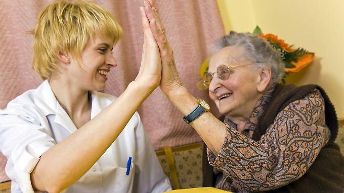 2,6 Millionen Pflegebedürftige und ihre Angehörigen dürfen sich über längst fällige Verbesserungen freuen.
