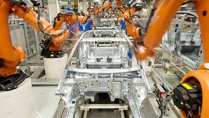 """""""Nicht ergonomische Arbeit abschaffen"""": Schon heute sind bei VW viele Fließbänder fest in Roboterhand."""