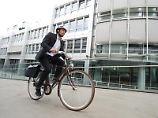 In Großstädten sind Fahrradfahrer häufig schneller am Ziel als Autofahrer. Viele Beschäftigte freuen sich daher über ein Dienstfahrrad. Foto: Tobias Hase