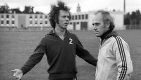 Ein Foto aus dem Jahr 1973: Franz Beckenbauer (li) mit seinem damaligen Trainer Udo Lattek.