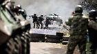 """In der Ostukraine halten die Kämpfe zwischen der ukrainischen Armee und den Separatisten an. Putin verurteilt den """"Anti-Terror-Einsatz""""."""