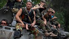 Aber die Fronten verhärten sich eher statt sich aufzulösen. Im Juli erobert die ukrainische Armee nach wochenlangen Gefechten die Separatisten-Hochburgen Slawjansk und Kramatorsk zurück.