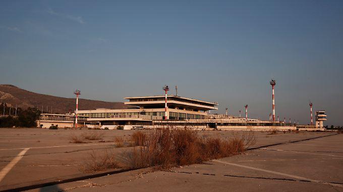 Die griechische Regierung will auch den Verkauf des alten Athener Flughafens Hellenikon verhindern.