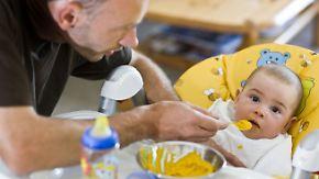 Anspruch auf Krankengeld: Immer mehr Väter kümmern sich um kranken Nachwuchs