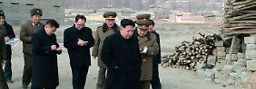 Politik in Nordkorea: Kim Jong Un diktiert, sein Gefolge schreibt mit.