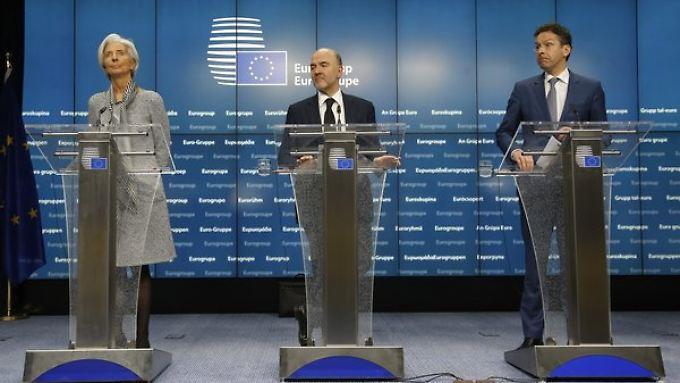 IWF-Chef Christine Lagarde, EU-Währungskommissar Pierre Moscovici und Eurogruppen-Chef Jeroen Dijsselbloem informieren zum Ergebnis.