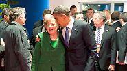 Auch Bushs Nachfolger Barack Obama kommt Merkel immer wieder näher als der CDU-Politikerin lieb ist. Fotos wie diese, auf denen Merkel höflich versucht, sich seiner Umarmung zu entziehen, …