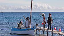 Sie erinnerten an die Rückkehr des französischen Kaisers von seinem Exil auf der italienischen Insel Elba vor 200 Jahren. Damals gab es allerdings noch keine motorisierten Freizeitboote ...