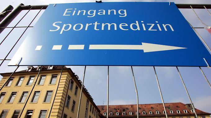 In der Freiburger Sportmedizin wurden offenbar in großen Stil wissenschaftliche Arbeiten manipuliert.