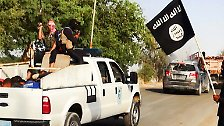 Der IS hisste seine schwarzen Fahnen überall in der Stadt.