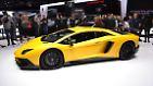 """Kommen wir zurück zu den Supersportlern. Lamborghini zeigt auf dem Autosalon Genf den neuen Aventador SV. Der Name ist Programm: Wenn die Italiener das Top-Modell nach vier Jahren zum """"Superveloce"""" aufrüsten, dann bauen sie nichts weniger als den stärksten, schnellsten und schärfsten Sportwagen in der Firmengeschichte."""