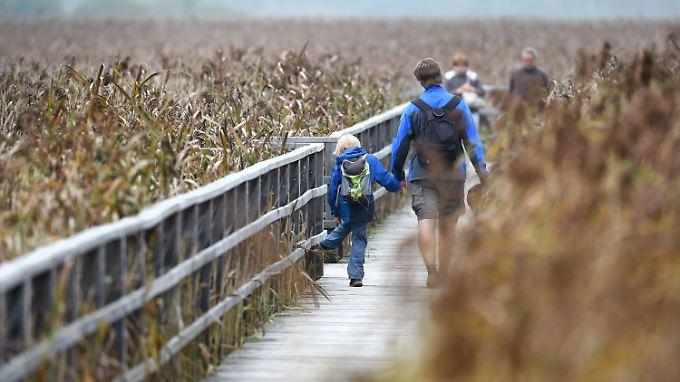 """Wenn der Vater mit dem Sohne einen Ausflug macht, ist er schon ganz dicht dran am Titel """"Spitzenvater""""."""