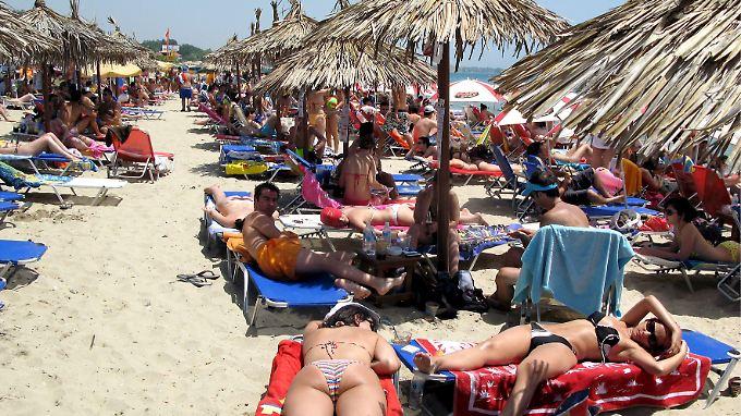 Keine Liege mehr ohne Mehrwertsteuerbeleg: Touristen sollen griechische Steuerhinterzieher das Fürchten lehren.