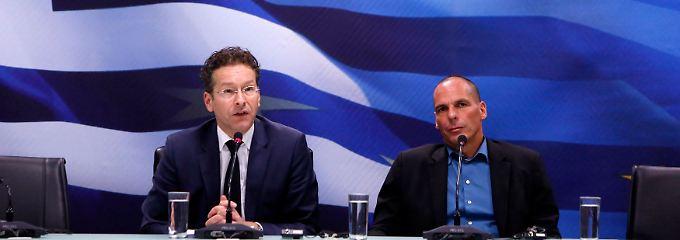 Denkwürdiger Auftritt: Ende Januar gab sich Yanis Varoufakis beim ersten Arbeitstreffen mit Dijsselbloem (l.) in Athen noch betont entspannt.