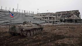 Ob dieser gepanzerte Truppentransporter aus ukrainischen Beständen erbeutet wurde oder vom russischen Militär stammt, lässt sich unmöglich verifizieren.