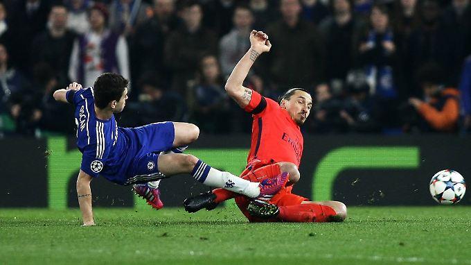Die spielentscheidende Szene in London: zumindest für PSG-Star Zlatan Ibrahimovic.