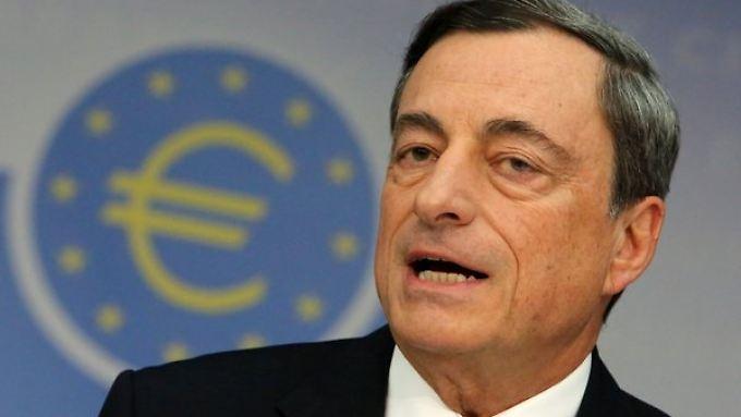 EZB-Chef Draghi: Die Anleihen-Käufe helfen den Ländern, wie die Ratingagentur meint.