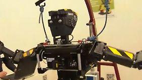 Technik, die das Leben erleichtert: Roboter tanzen über die Cebit