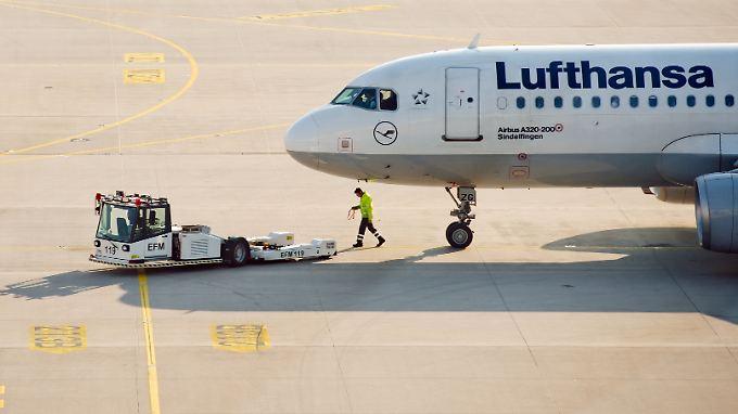 Beide Seite bleiben hart: Die größte deutsche Fluggesellschaft steuert weiteren Streikaktionen entgegen.