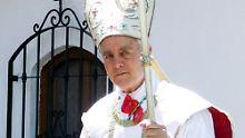 Williamson war bereits 1988 exkommuniziert worden, wurde aber später von Papst Benedikt begnadigt.
