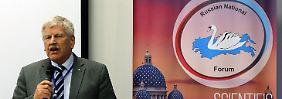 Auch der langjährige NPD-Chef Udo Voigt trat in St. Petersburg als Redner auf.