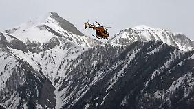 Rettungshubschrauber in den französischen Alpen