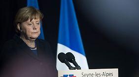 """Merkel dankt Einsatzkräften: Der Flugzeugabsturz """"ist eine wahrhafte Tragödie"""""""
