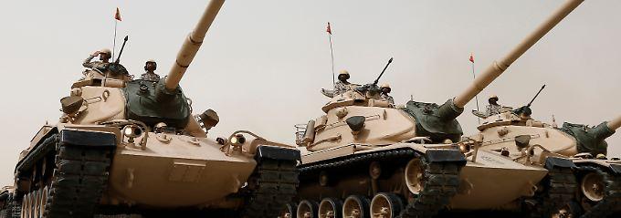 """""""Die legitime Regierung zu verteidigen"""": Kampfpanzer der saudischen Sicherheitskräfte (Archivbild)."""