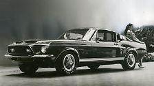 Aber Lewis Hamilton ist auch ein Nostalgiker was seine Autos betrifft. Neben den genannten Autos ziert auch ein Mustang Shelby GT500 von 1967 seine Fuhrpark.