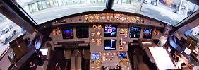 Blick in das Cockpit des verunglückten Airbus A320 mit der Kennung D-AIPX der Fluggesellschaft Germanwings. Das Bild entstand am 22.03.2015 auf dem Flughafen in Düsseldorf nach einem der letzten Flüge vor dem Absturz der Maschine in Frankreich.
