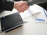 Kunden sollten dem Finanzberater nicht blind vertrauen.