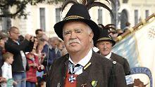 Nach Rücktritt von Ämtern: AfD bietet Gauweiler politische Heimat an