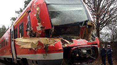 Keine Verletzten: Bäume stürzen auf Intercity bei Osnabrück