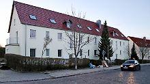 Das für die Flüchtlinge vorgesehene Haus in Tröglitz  Ende März vor dem Brand.