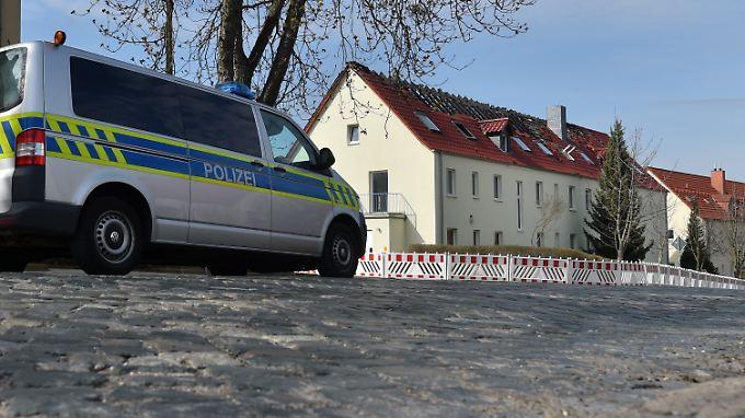 In der Nacht zum Samstag setzten Unbekannte die Asylbewerberunterkunft in Tröglitz in Brand.