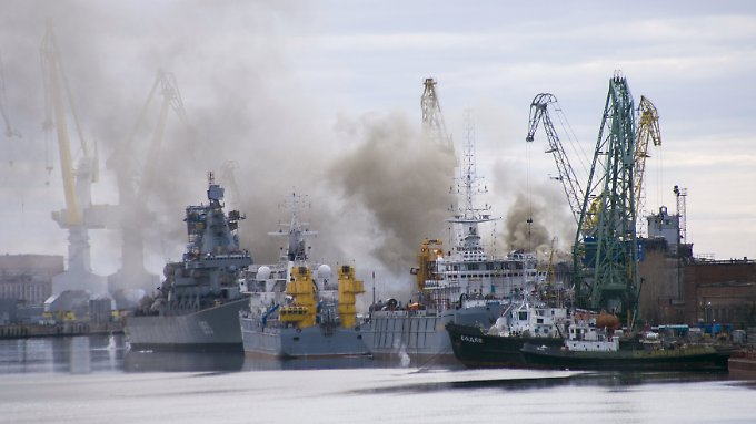 Wo Rauch ist, ist auch Feuer: Der Brand auf einem russischen Atom-U-Boot ist laut Werftbetreiber gelöscht.