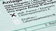 Auch Rentner sind verpflichtet eine Steuererklärung abzugeben. Das richtige Formular für die Angabe von Rentenbezügen ist die Anlage R.