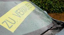 Wer sein Auto privat verkauft, muss dem Interessenten eine Probefahrt genehmigen. Davor sollten beide eine schriftliche Vereinbarung unterzeichnen. Foto: Kai Remmers