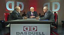 Heiner Bremer (M.) diskutiert mit Günter Verheugen (r.) und Hans-Werner Sinn (l.).