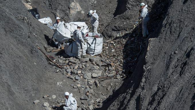 Die Trümmer der Germanwings-Maschine sind weitgehend geborgen. Die Aufklärung des Unglücks geht nur Stück für Stück voran.